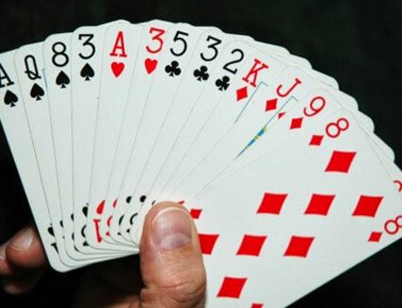 Kết quả hình ảnh cho đánh bài