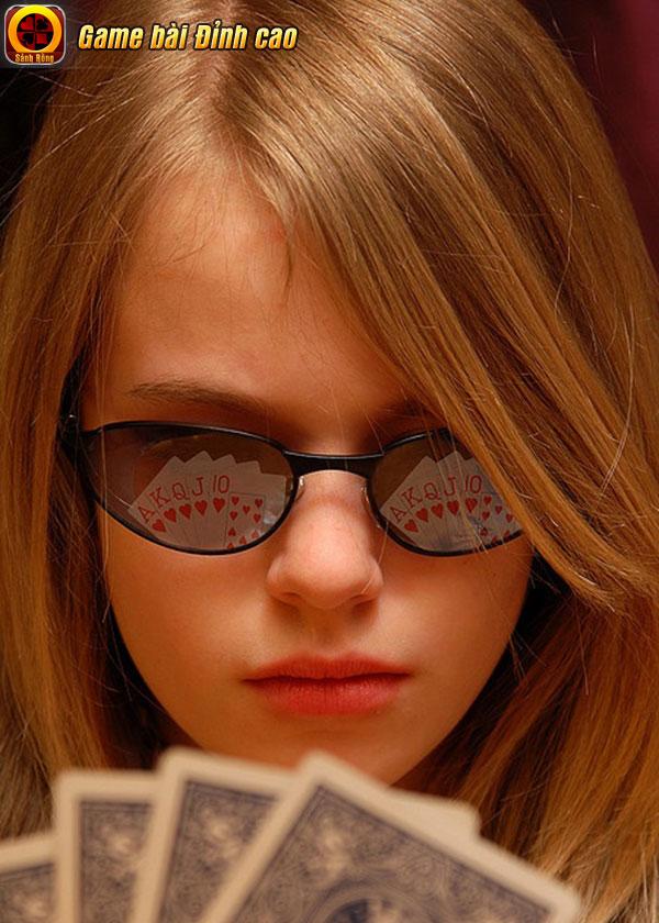 Quan sát - Chiếc chìa khóa vàng giúp giành chiến thắng khi chơi Poker