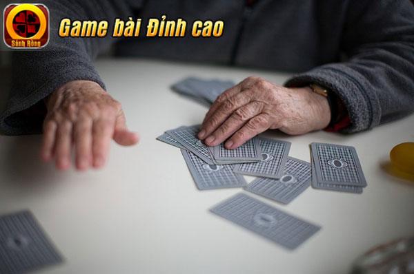 """Dấu hiệu nào để biết đối phương có """"đồ chơi"""" trong game Tiến Lên Miền Nam"""