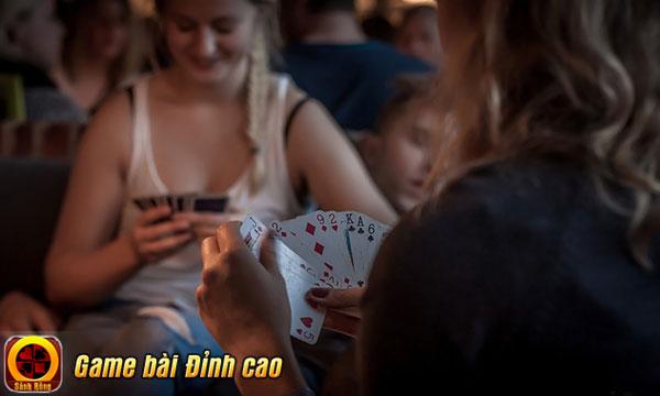 Vì sao phái đẹp thường đặc biệt thích chơi game Tiến Lên Miền Nam?